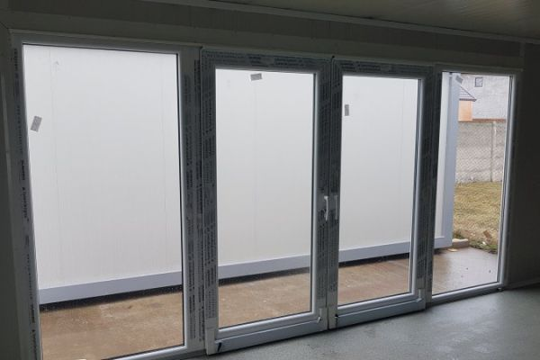 containere-modulare-017D6055A99-5372-FF52-9FFE-261CEB04C130.jpg